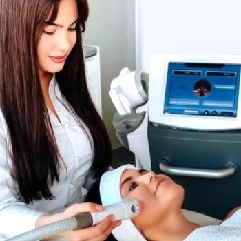 Termolifting 5d zapewnia poprawę elastyczności skóry.
