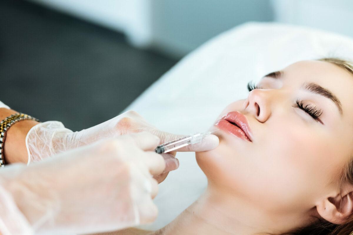 Promocja na modelowanie ust kwasem hialuronowym w CosmoBelle Medical Center Katowice.